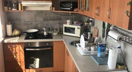 LEN U NÁS! PREDAJ - čiastočne prerobený 3 izbový byt s loggiou na Košickej ul. v Komárne