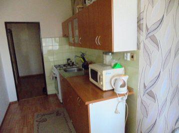 2-i byt, 65 m2 – priestranný byt s LOGGIOU v zateplenom dome, pekný VÝHĽAD TOP lokalita