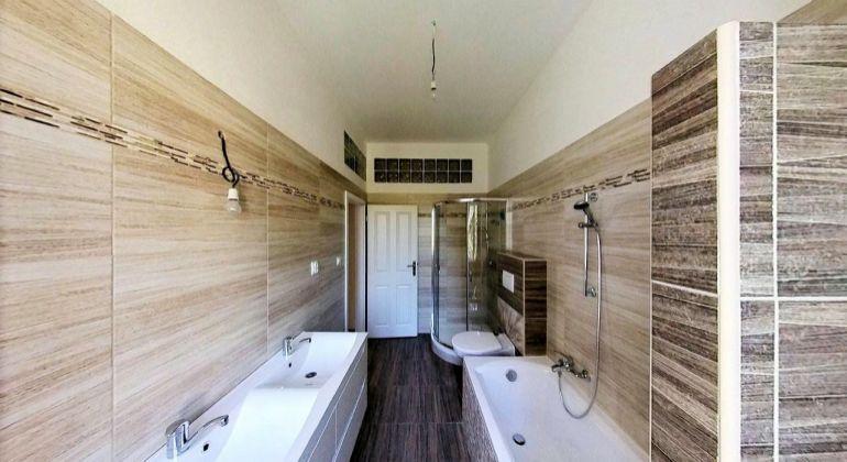 3D PREHLIADKA  -  NA PREDAJ 2 izbový veľkometrážny byt, 79m2, VLASTNÉ KÚRENIE, Piešťanská ulica, TRENČÍN - Zlatovce
