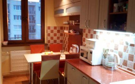 Ponúkame Vám na predaj čiastočne zariadený 3 izbový byt v meste Štúrovo.