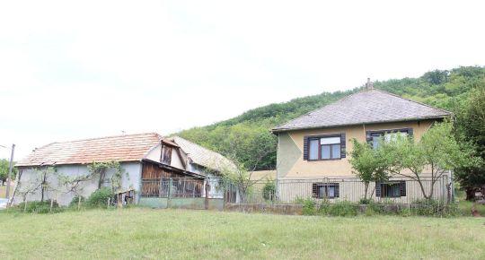 Predám dom na polosamote s vačším pozemkom