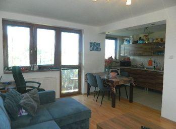 REZERVOVANÝ!Predáme pekný 3-izbový byt s garážou v Pate