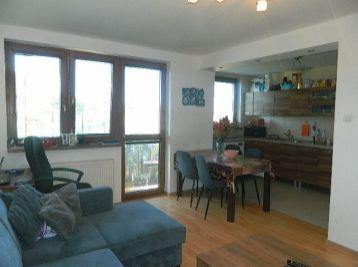 Exkluzívne predáme pekný 3-izbový byt s garážou v Pate