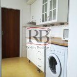 Na prenájom zariadený 4 izbový byt na Bieloruskej ulici v Podunajských Biskupiciach
