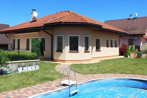 Rodinný dom v Rosine s bazénom
