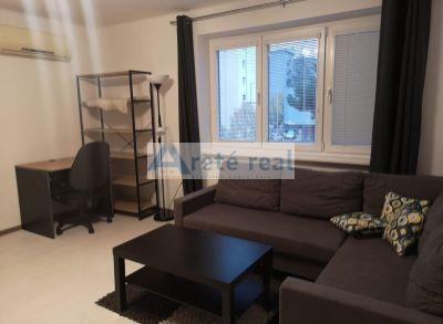 Areté real, Prenájom pekného 2-izbového kompletne zariadeného bytu v úplnom centre mesta Pezinok