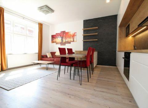 Na prenájom 3 izbový moderný byt v historickej časti Starého mesta