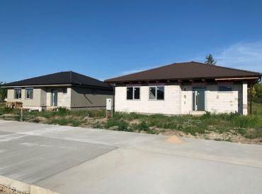 Novostavba bungalov  – 4 izby s ÚP 114 – pozemok 600 m2. Bývajte v novom dome už čoskoro.