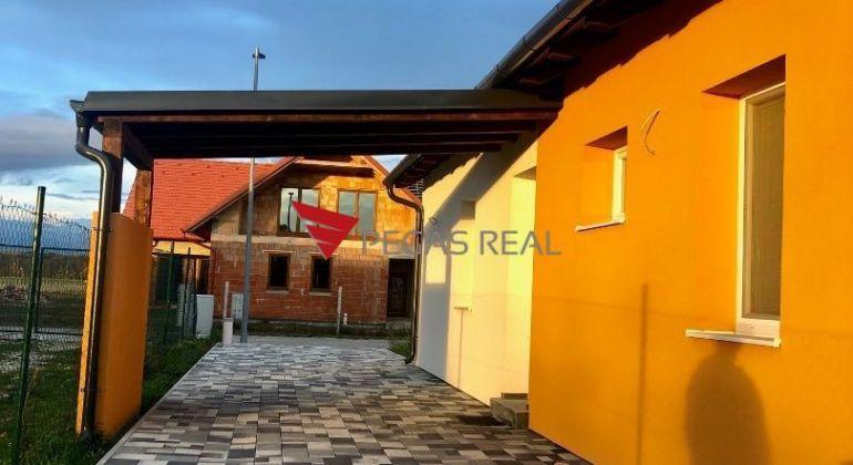 Nový skolaudovaný 4-izbový bungalov s povalou v Rajke za výbornú cenu pripravený k okamžitému nasťahovaniu