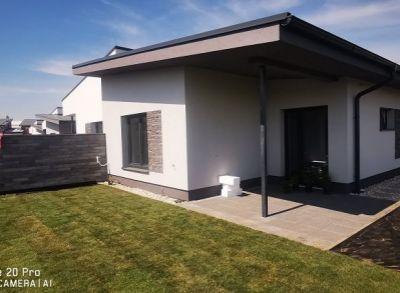 Atypický 4-izbový rodinný dom s luxusným prevedením záhrady