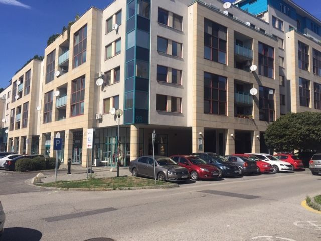 Polyfunkčný objekt-Predaj-Bratislava - mestská časť Nové Mesto-327000.00 €