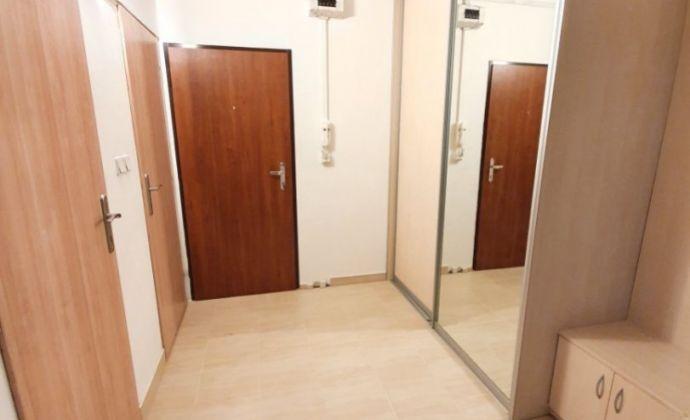 Exkluzívne u nás! Veľký 3 izbový byt 86,5m2 v príjemnej lokalite na Klokočine! (Čermánska strana)