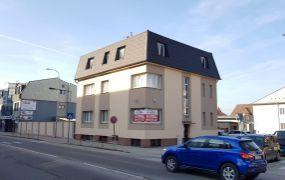 EXKLUZÍVNE IBA U NÁS !!! Ponúkame Vám na predaj polyfunkčný objekt s plochou 419 m2 a  pozemkom 886 m2, Dubnica nad Váhom - ul. A.Kmeťa.
