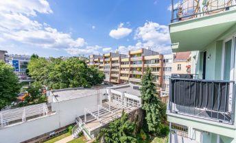 4-izbový tehlový byt na Podjavorinskej ul., 133 m², balkón, novostavba - nadstavba historickej budovy, garáž v suteréne  - 3D prehliadka