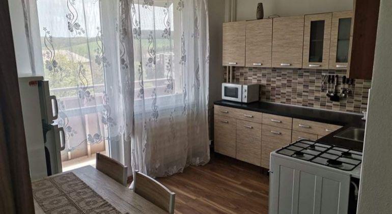 Na prenájom 1i byt v Bánovciach n/B-časť centrum s balkónom