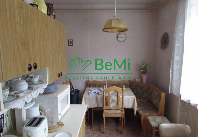 REZERVOVANÉ !! Predáme 2 izbový byt s garážou - Nová Baňa (864-112-AFI)