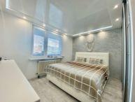 TOP PONUKA!! Veľmi pekný 3.-izb. prerobený byt s veľkou lodžiou, 71m2, 2x murovaná pivnica, Okružná ul. Trnava