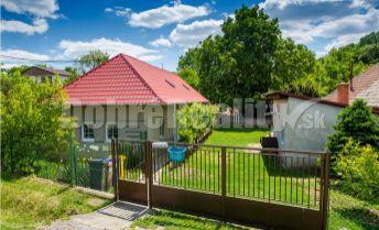 REZERVOVANÉ: Malý dom s dvorom, záhradou, sadom, aj vinohradom, obec Veľký Lapáš, okres Nitra