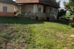 Ponúkam na predaj rodinný dom 5 km od mesta Levice s veľkým pozemkom