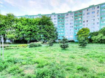 4 izbový veľko metrážny byt na ulici Budatínska