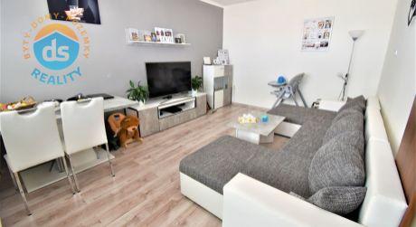 Na predaj zariadený 2 izbový byt s lodžiou, 54 m2, Trenčín, ul. Západná