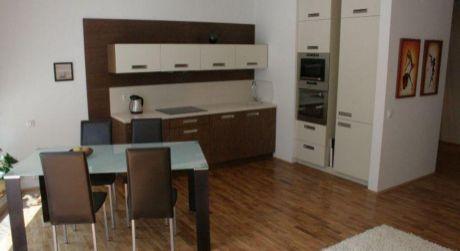 Prenájom 3 izbového bytu s garážou v novostavbe na Námestí Slobody v centre