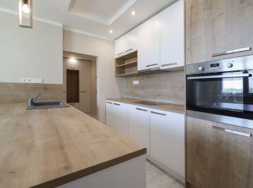 ELIMARK - PREDAJ, 1.5 izb BYT kompletne zrekonštruovaný s VÝŤAHOM, 38 m2, Marie-Curie Sklodowskej - Petržalka