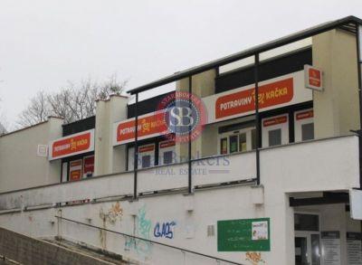 Obchodné priestory s UP 560 m2 v nákupnom centre Kempelenova ul., Karlova Ves Bratislava Cena 500 000,€