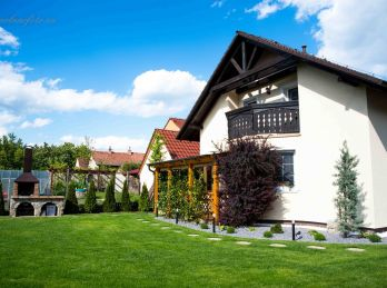 Na úpätí Malých Karpát !  LUXUSNÝ rodinný dom  s garážou - Limbach