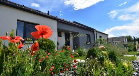 4 - izbový rodinný dom 75 m2, pozemok 315 m2 kompletne zariadený - Rajka