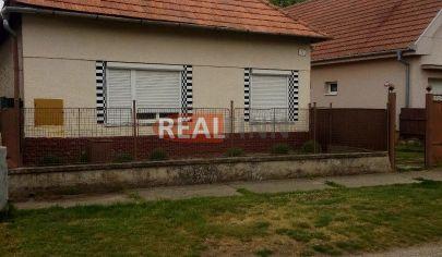 REALFINN EXKLUZÍVNE   Nové Zámky  /14km/  - Rodinný dom na predaj v tichej lokalite