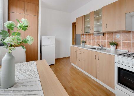 Zariadený 1 izbový byt, Bakošova, Lamač, 41 m2