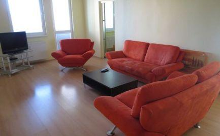 Ponúkame na prenájom zariadený 3-izbový byt s pekným výhľadom na Kamzík, na Valachovej ulici v Dúbravke.