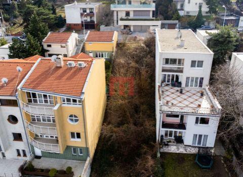 Na predaj stavebný pozemok 950 m2  so stavebným povolením vo Veľkej Lomnici s výhľadom na Lomnický štít