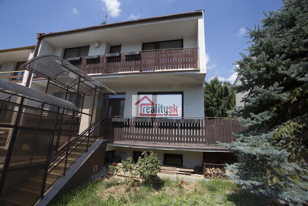 Rodinný dom-Predaj-Bratislava - mestská časť Lamač-462000.00 €