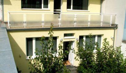 Prenájom - 4 izbový rodinný dom vhodný na bývanie / sídlo firmy / ubytovanie - Nové Mesto.TOP PONUKA!