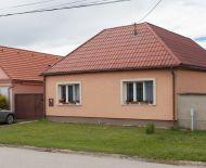 REZERVOVANÝ - Predaj rekonštr. 3izb RD 139m2+ garáž, altánok, pozemok 582m2
