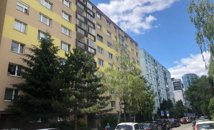 Ponúkame Vám na predaj 3 izbový byt , Ondavská ulica, Bratislava- Ružinov