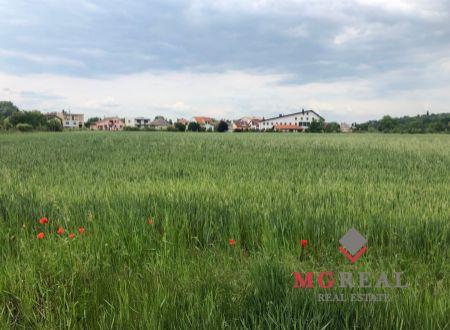 Slnečný pozemok v obci Ratnovce