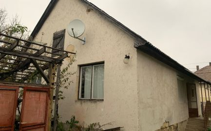 MAĎARSKO - BÓDVARÁKÓ 3 IZBOVÝ DOM, KÚPEĽNA, WC, KUCHYŇA, POZEMOK 1.500 M2.
