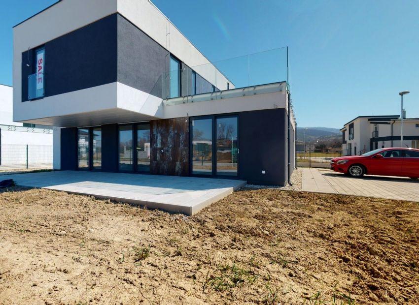 Inteligentný 5 izb. rodinný dom  /NOVOSTAVBA/  Banka pri Piešťanoch