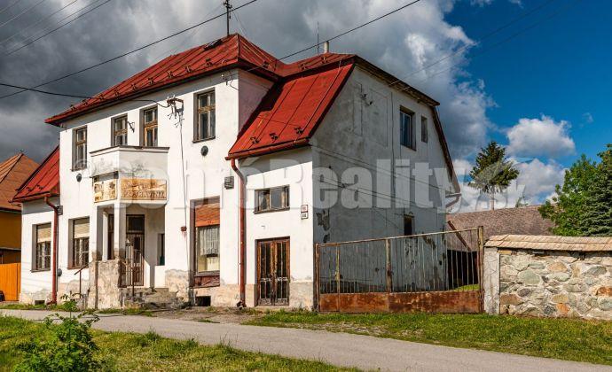 PREDAJ: Historická budova - obchodný priestor s bytom, 414 m2, obec Polomka, okres Brezno