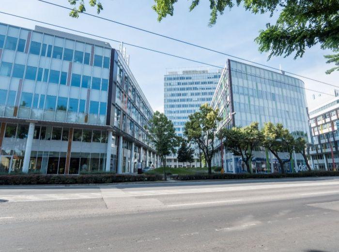 PRIEVOZSKÁ, GASTRO s klientelou, 100 m2 s AC - možnosť rozšíriť na 150 m2, nedávny re-dizajn