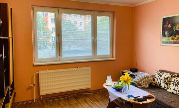 Presvetlený priestranný 4 izbový byt na Jiraskovej Ulici.