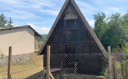 MAĎARSKO - SZALONNA 3 IZBOVÁ DREVENÁ CHATA S VÝHĽADOM NA JAZERO.