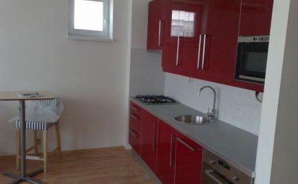 Ponúkame do prenájmu 1 izbový moderný klimatizovaný byt na Heydukovej ulici, lokalita centrum Starého mesta, nová nadstavba.