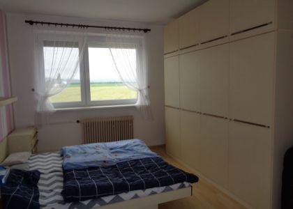 DOMUM - Investičná príležitosť 4i byt v dedinke Pobedim, garáž, záhrada 81m2