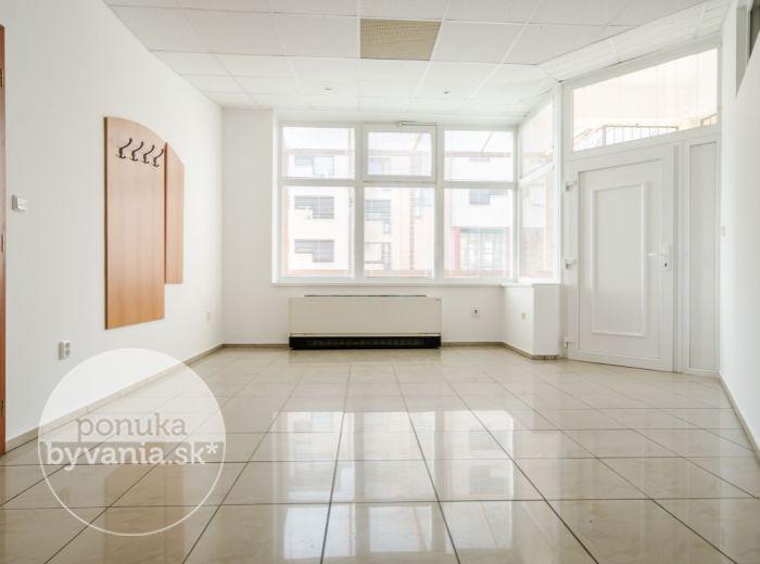 PREDANÉ - HLAVÁČIKOVÁ, 4-i byt, 295 m2 – najväčší byt v kategórii 4-i bytov, GARÁŽ, tichá lokalita