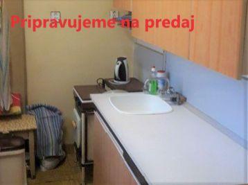 Bánovce nad Bebravou 2 izbový byt/ širšie centrum /balkón
