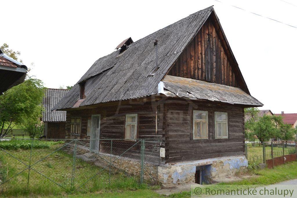 Drevenica na peknom mieste pri potoku- Snakov
